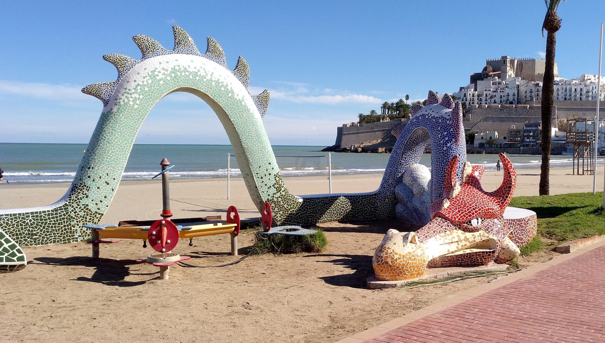 Los Dragones vienen a la playa…..